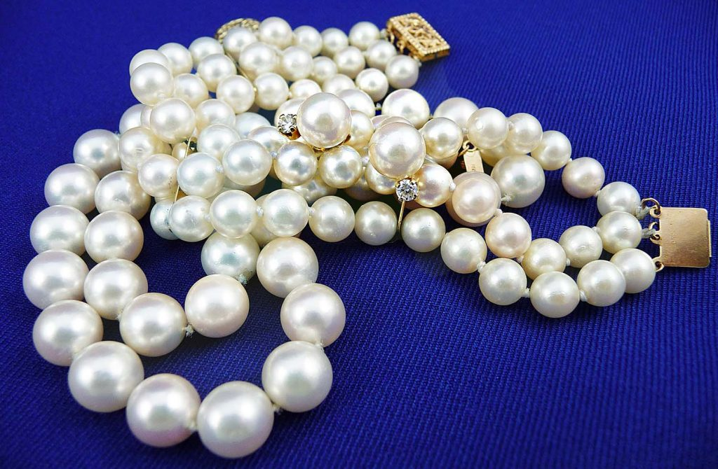 Beautiful pearl necklace with diamonds