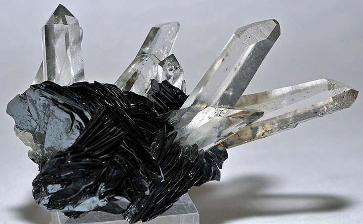 Quartz crystals on hematite crystals from the Lechang Mine, China